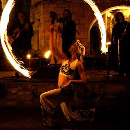 Feuershow im Schlosshof Thurnau