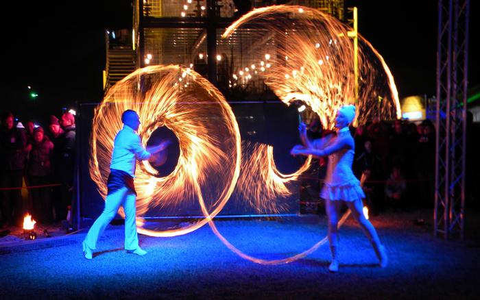 03.03.2018 Lux Aeterna mit Feuershows & LED-Stelzenwalkacts beim Heilbronner Lichterzauber